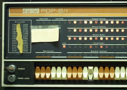 PDP-8ifrontpanel.jpg