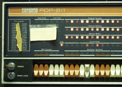 PDP-8ifrontpanel.jpg